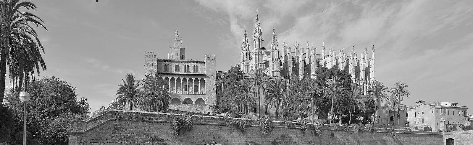Palma_de_Mallorca_Royal_Palace_La_Almudaina_Cathedral
